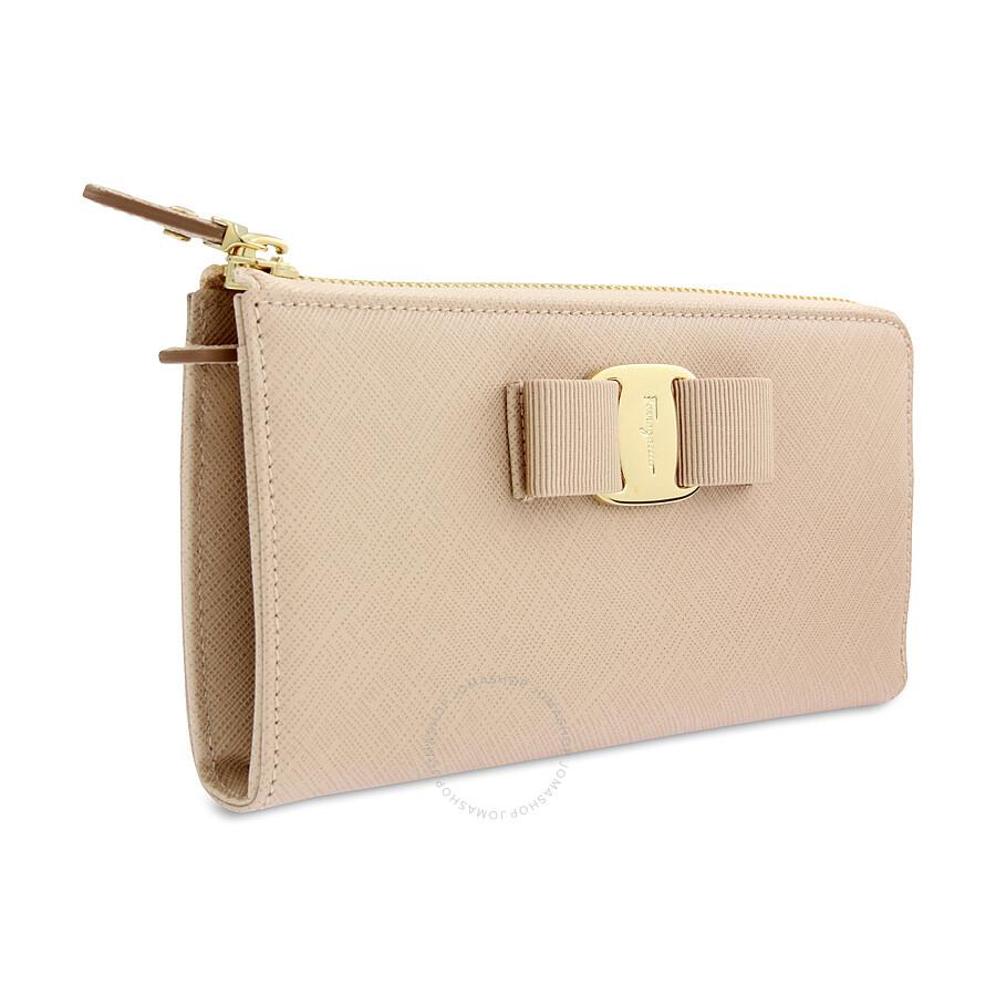 Home \/ Handbags
