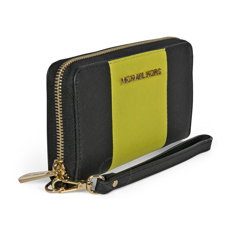 0c306180834202 Michael Kors Large Coin Multi-Function Phone Case Wristlet - Black / Apple